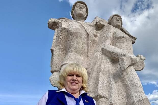 Жительница Бреста возвращает на Родину памятники, разрушенные в Польше