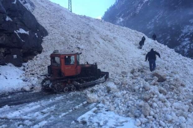 В Якутии в результате схода лавины один человек пропал без вести