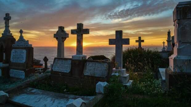 Подростки из Кировской области подожгли надгробные кресты ради селфи