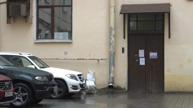 В тесноте и в обиде: беременную женщину с двумя детьми в Петербурге поселили в кладовку
