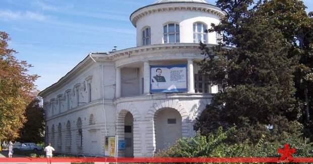 Министра культуры просят избавить Севастополь от библиотек