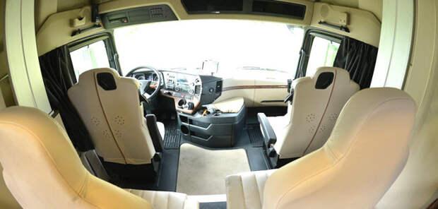 Водительская кабина автодома STX Mercedes Actros.