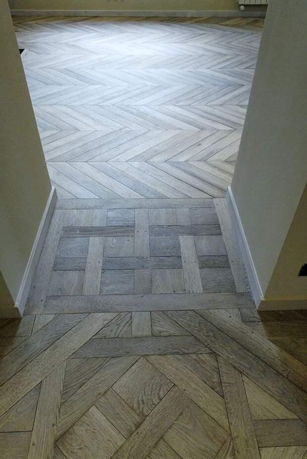 Примеры оригинально застеленных  деревянных полов в узких коридорах