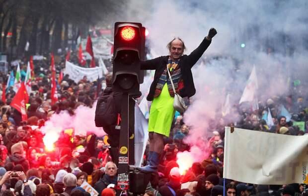 Франция проходит этап высокой социальной турбулентности