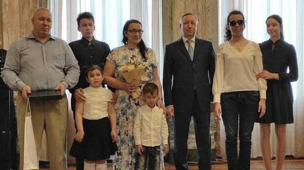 В Петербурге наградили победителей конкурса «Семья года»