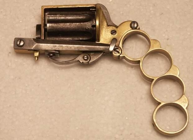 Revolver knuckle dagger (Apache)