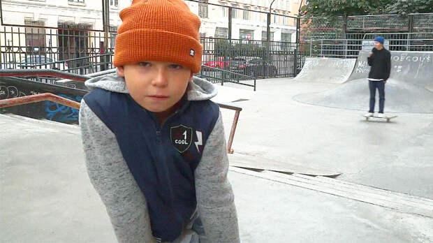 У этого мальчика нет ног, но он стал звездой скейтбординга