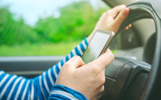 Рассеянный воришка оставил в обчищенном автомобиле свой смартфон