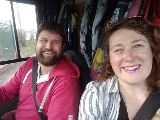 Путь свободы: пара изБритании живет вмикроавтобусе, вот уже два года колеся поЕвропе