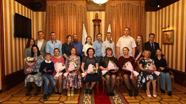 В Томской области наградили медалями многодетные семьи