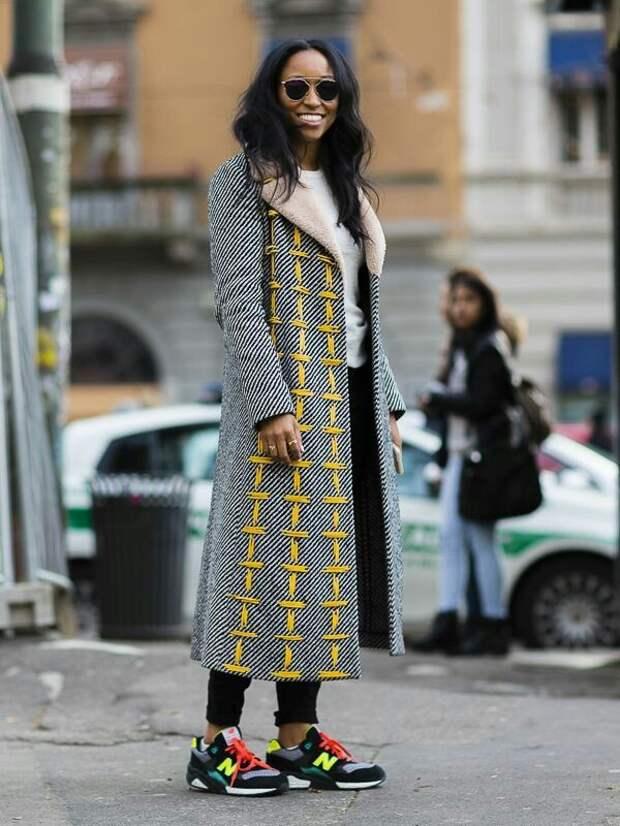 Пальто с неоновыми стежками