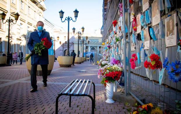 Александр Беглов почтил память медиков, погибших от коронавируса