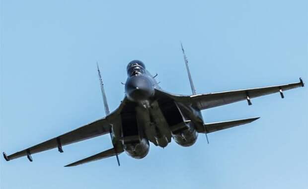На фото: истребитель Су-30