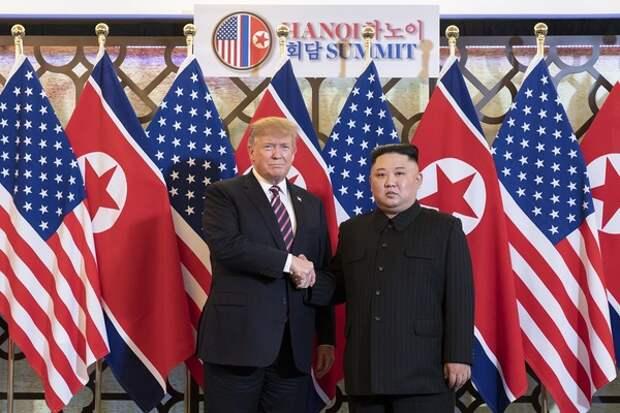 Трамп и Ким Чен Ын начали второй день переговоров