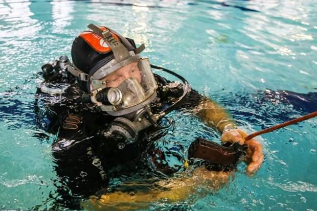 Достать со дна пулю и пришвартовать судно: как спасатели учатся работать на воде. Фото Департамента ГОЧСиПБ г.Москвы