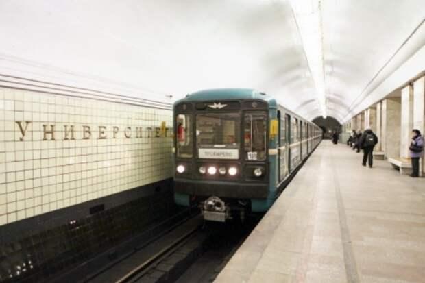 В московском метро машинист спас котенка