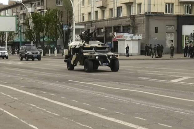 Подаренный Украине Humvee заметили на репетиции парада в Луганске