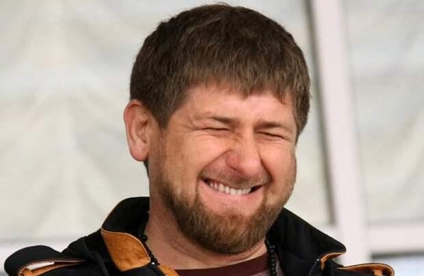 В ответ на просьбы открыть парикмахерские Кадыров побрился наголо