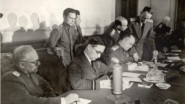 9 мая 1945 года капитуляцию Германии от лица СССР принял маршал Георгий Жуков