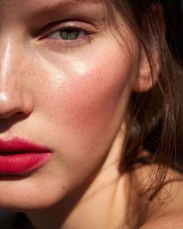 Румяна: как правильно выбрать оттенок и нанести, чтобы выглядеть моложе и свежее