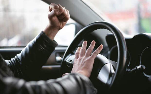 Слишком нервная работа: таксист устроил истерику и напугал пассажирку
