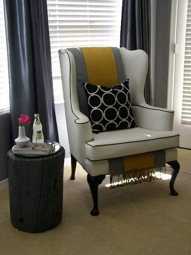 Кресло с шарфами