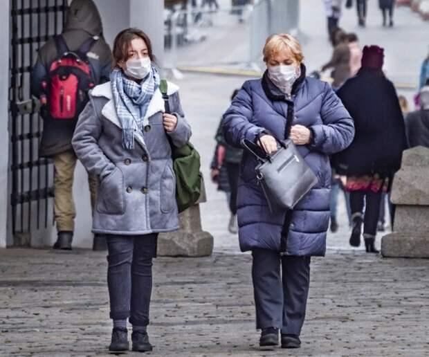В Подмосковье начали действовать новые меры, а в Москве отказываются от новогодних гуляний