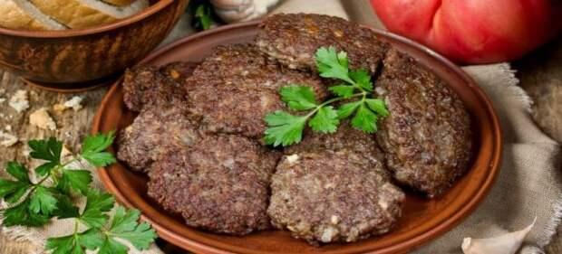 Как приготовить мягкую говяжью печень на сковороде по простым рецептам?