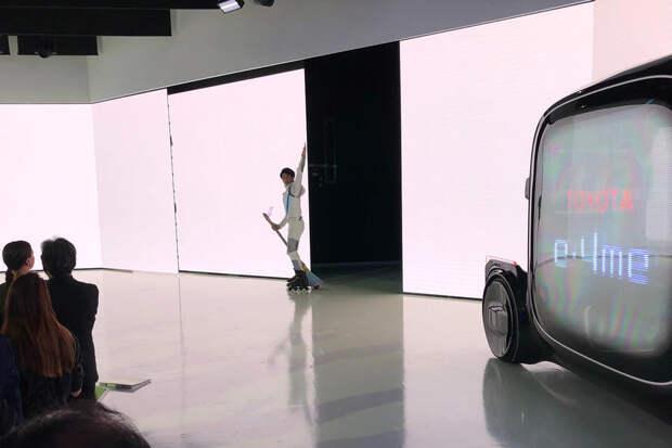 Toyota показала летающую метлу
