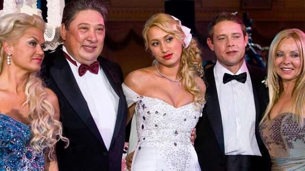 Как выглядит жена Павла Буре. Она очаровала Русскую Ракету в Турции и подарила ему троих детей
