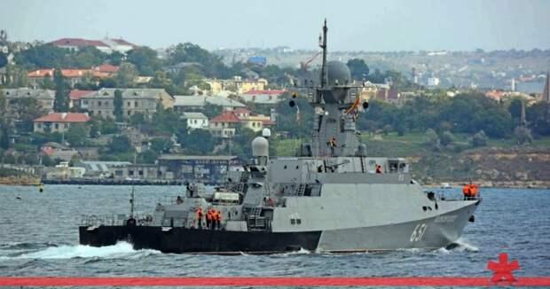В акваторию Севастополя зашел ракетный корабль