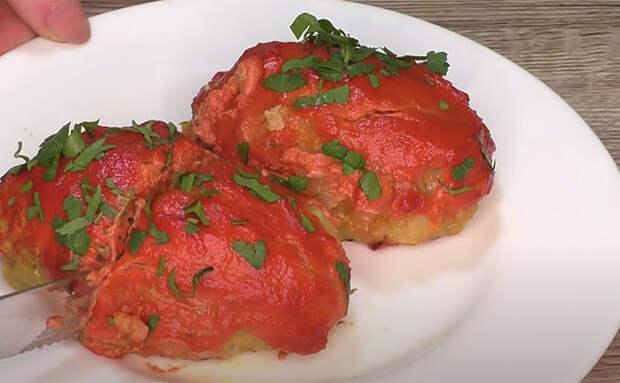 Добавляем сока в котлеты с помощью капусты и томатной пасты: на вкус остается сплошное мясо