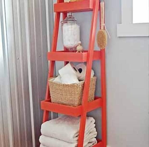 Лестница как полка для ванной