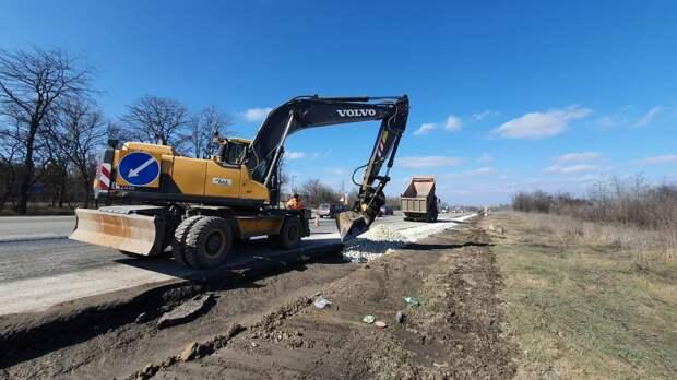 В Крыму начали укладывать асфальт на участке трассы Джанкой – Симферополь