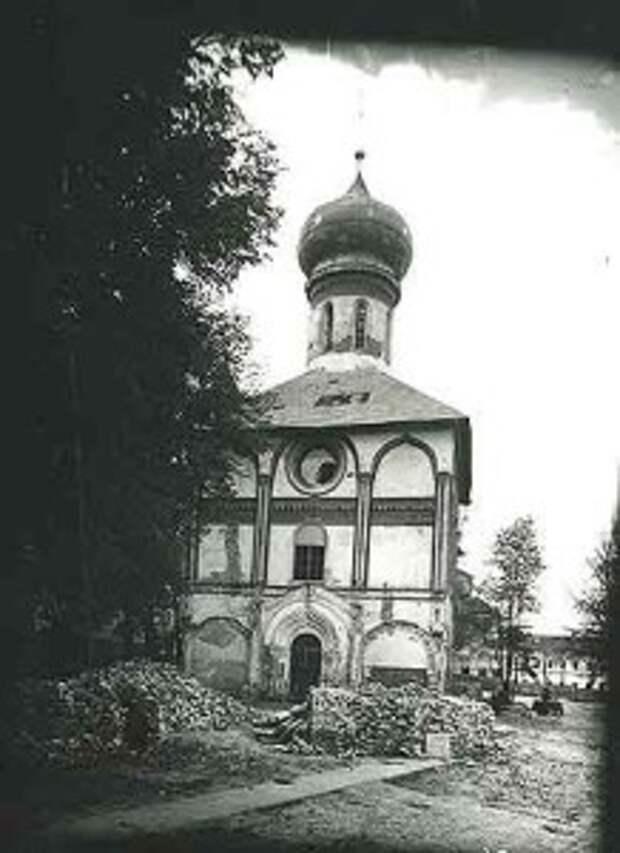 Духовская церковь во время реставрации