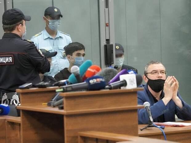 Директор казанской школы, где были убиты дети, объяснила причины отсутствия охраны