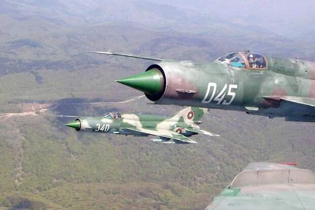 10 очень старых боевых самолетов, всё ещё стоящих на вооружении