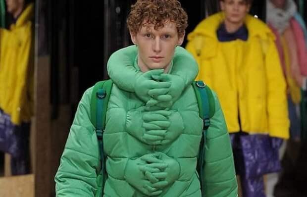 Зимний прикол: куртка «обними меня».