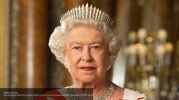 Неожиданное отречение, воинская служба и смерть супруга: главные вехи жизни Елизаветы II