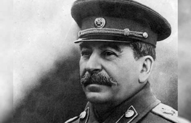 «Рабочий и колхозница» в Париже, или Чего добился Сталин за первые 20 лет