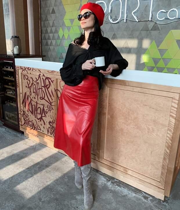 Красная юбка – символ уверенной в себе женщины