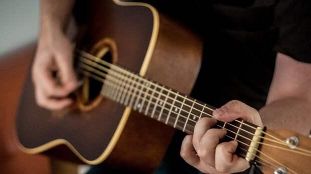 Студент из Петербурга разработал гитару для людей с ограниченными возможностями