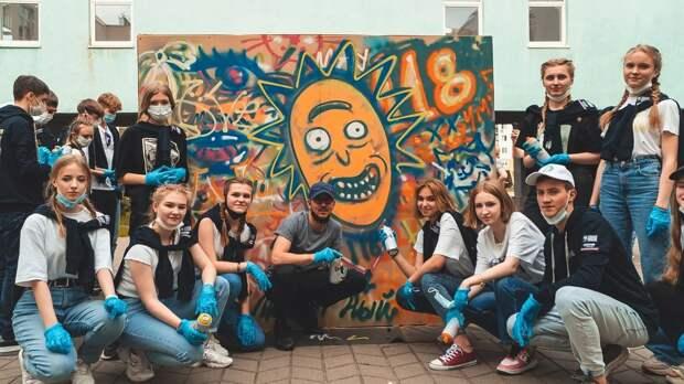 Испанский автор мурала с портретом Максима Горького провел мастер-класс для школьников в Нижнем Новгороде