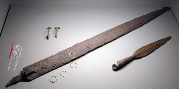 В Германии найден клад из намеренно испорченных древних мечей