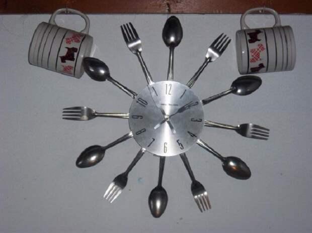 Прекрасный вариант создать оригинальные часы для кухни, что создадут волшебную обстановку.