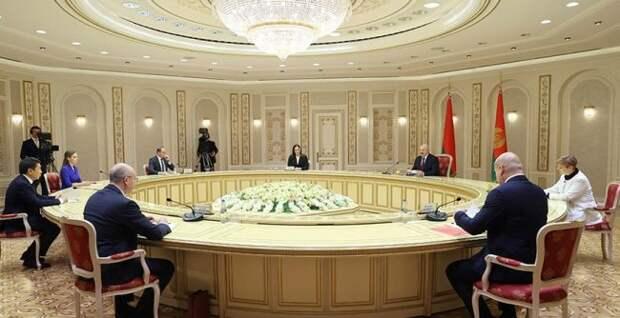 Лукашенко решил «достучаться дозарубежных друзей»