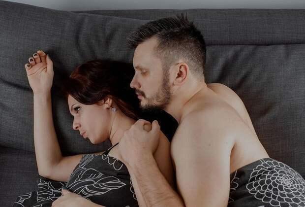 Семейный психолог рассказал, почему жены отказывают своим мужьям