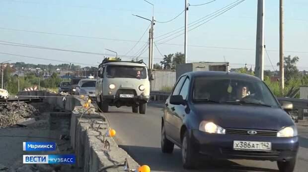 Автомобилисты ежедневно рискуют жизнью на мосту в Мариинске