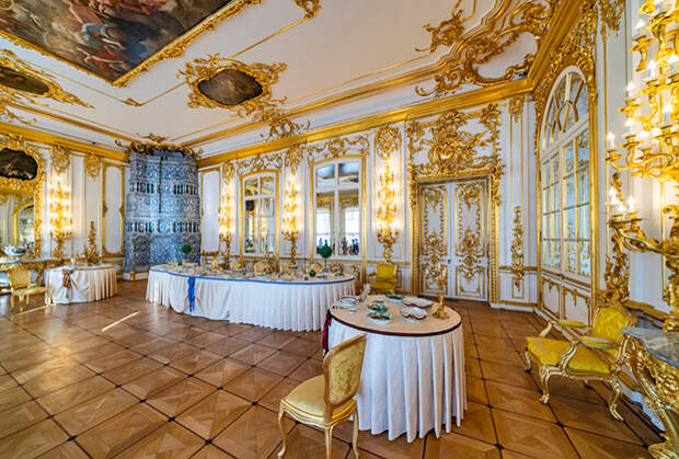 Зимний дворец был построен еще при Елизавете Петровне, но Екатерина II использовала его, когда жила в Санкт-Петербурге.