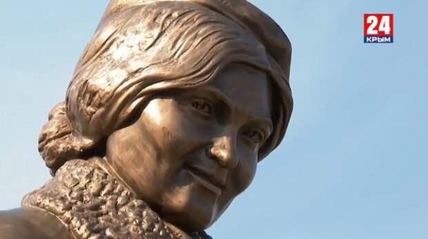В Симферополе открыли памятник разведчице Алиме Абденнановой